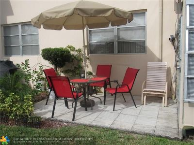 Lauderdale Lakes Condo/Townhouse For Sale: 2900 NW 46th Ave #104
