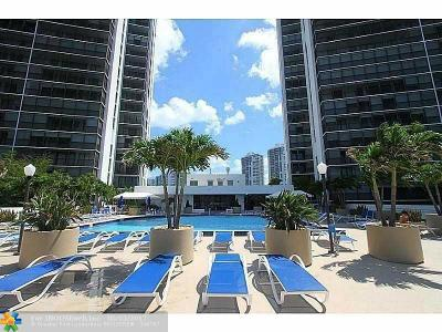 Aventura Condo/Townhouse For Sale: 3701 N Country Club Dr #808