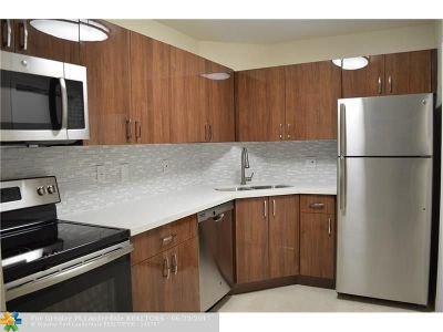 Wilton Manors Condo/Townhouse For Sale: 351 NE 19th Pl #209K