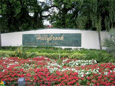 Pembroke Pines Condo/Townhouse For Sale: 211 S Hollybrook Dr #201
