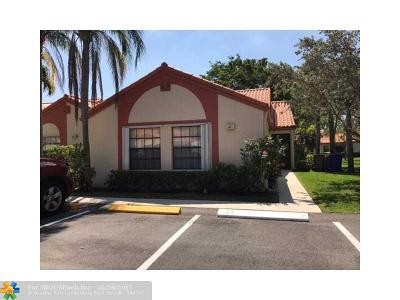 Deerfield Beach Condo/Townhouse For Sale: 61 Centennial Ct #61