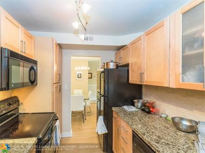 Condo/Townhouse For Sale: 3031 N Ocean Blvd #304