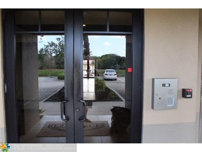 Palm Beach Gardens Condo/Townhouse For Sale: 4903 Midtown Ln #3114