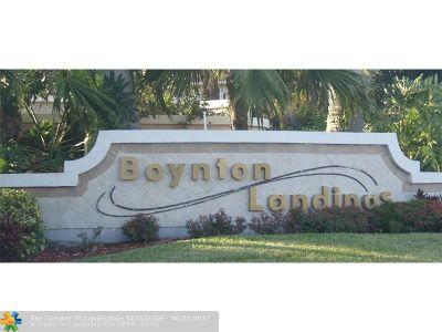 Boynton Beach Condo/Townhouse For Sale: 2315 N Congress Ave #32