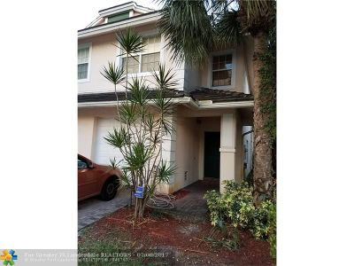 Oakland Park Condo/Townhouse For Sale: 2982 NW 31 Ct #2982