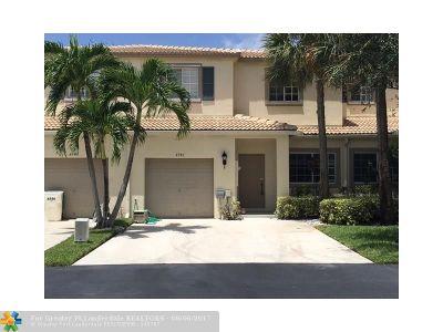 Coconut Creek Condo/Townhouse For Sale: 4748 Lago Vista Dr #4748