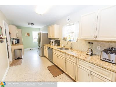 Lake Worth Single Family Home For Sale: 1310 N J Ter