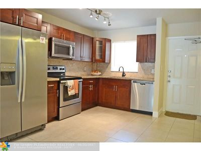 Condo/Townhouse For Sale: 803 W Oakland Park Blvd #A-1