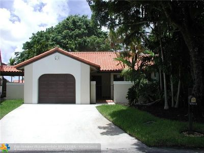Deerfield Beach Single Family Home For Sale: 1 Independence Ct