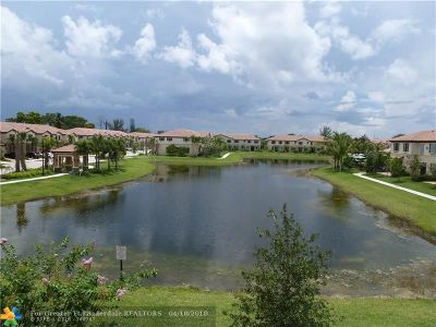 Coconut Creek Condo/Townhouse For Sale: 6951 Halton Park Ln #2