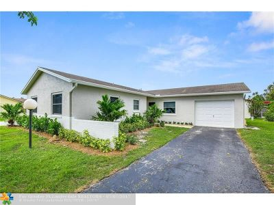 Lake Worth Single Family Home For Sale: 7258 Pine Manor Dr