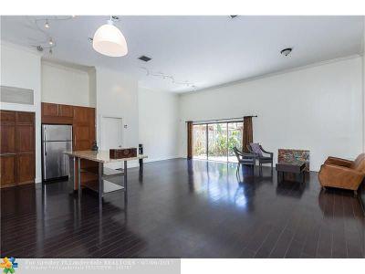 Hallandale Condo/Townhouse For Sale: 2713 S Parkview Dr #2713
