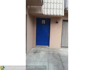 West Palm Beach Condo/Townhouse For Sale: 6304 63rd Way #6304