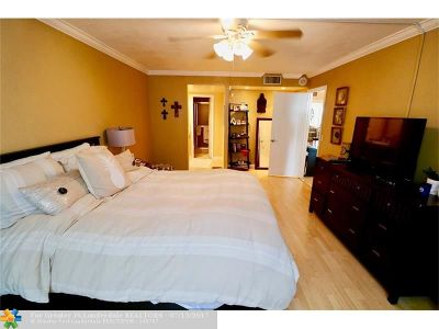Lauderdale By The Sea Condo/Townhouse For Sale: 2000 S Ocean Blvd #6C