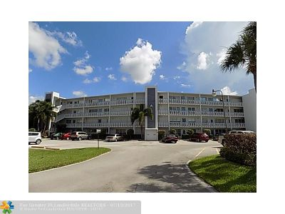 West Palm Beach Condo/Townhouse For Sale: 406 Greenbrier #A