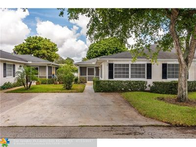 Boynton Beach Condo/Townhouse For Sale: 10079 45th Way S #483