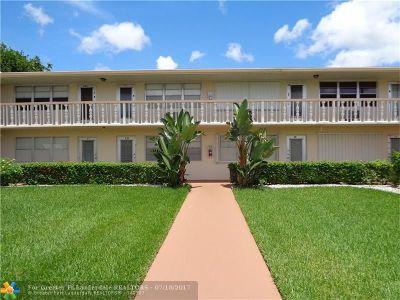 West Palm Beach Condo/Townhouse For Sale: 30 Berkshire B #30