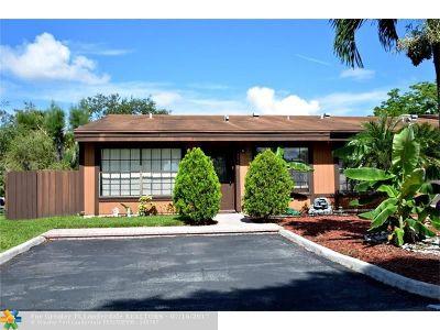 Pembroke Pines Condo/Townhouse For Sale: 2330 Croton Ct #2330