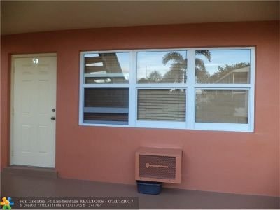 West Palm Beach Condo/Townhouse For Sale: 59 Andover C #59