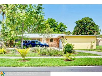 Plantation Single Family Home For Sale: 701 Holly Ln