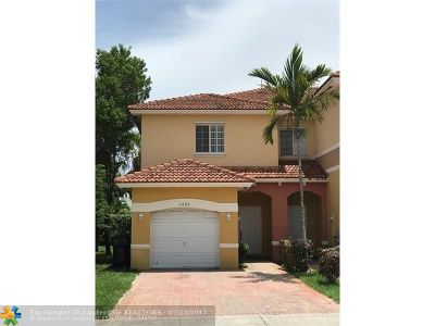 Lauderdale Lakes Condo/Townhouse For Sale: 3680 NW 29th Ct #3680