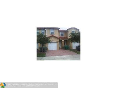 Doral Condo/Townhouse For Sale: 10721 NW 80th Ln