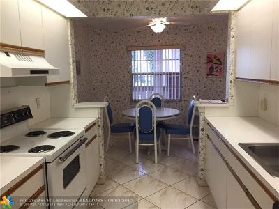 Coconut Creek Condo/Townhouse For Sale: 1603 Abaco Dr #B2