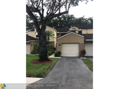 Plantation Condo/Townhouse For Sale: 152 NW 98th Ter #152