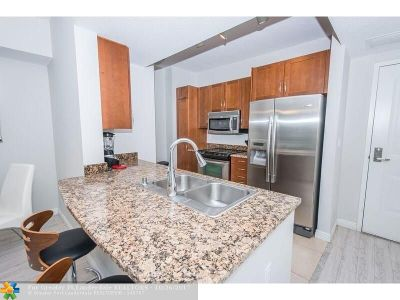 Boynton Beach Condo/Townhouse For Sale: 400 N Federal Hwy #N202