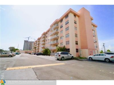 North Miami Beach Condo/Townhouse For Sale: 16465 NE 22nd Ave #214