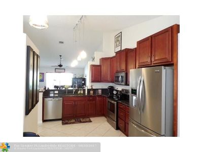 Delray Beach Condo/Townhouse For Sale: 6108 Floral Lakes Drive #6108
