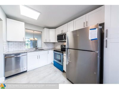 Delray Beach Condo/Townhouse For Sale: 14307 Bedford Dr #201