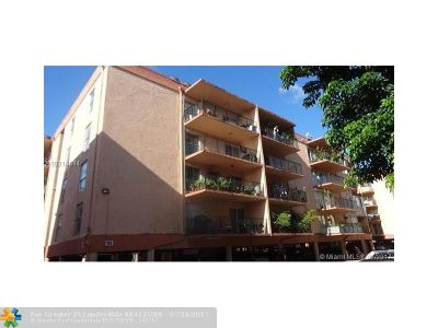 Hialeah Condo/Townhouse For Sale: 1950 W 56th St #2109