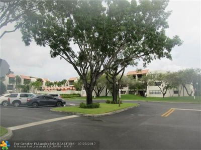 Weston Condo/Townhouse For Sale: 301 Racquet Club Rd #208