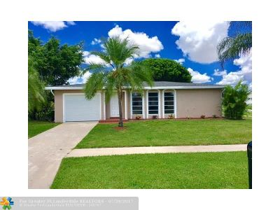 Delray Beach Single Family Home For Sale: 14645 Shadow Wood Ln