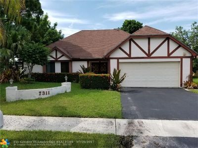 Lauderhill Single Family Home For Sale: 7311 NW 35th St