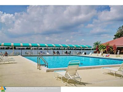 Oakland Park Condo/Townhouse For Sale: 114 Lake Emerald Dr #306
