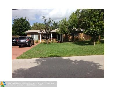 Pompano Beach Single Family Home For Sale: 2233 SE 13th St