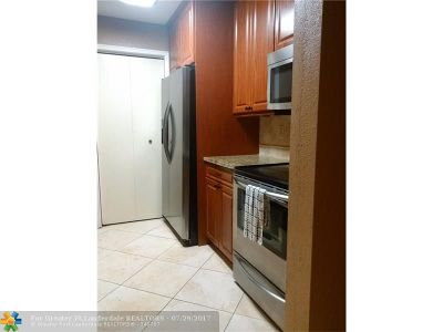 Coral Springs Condo/Townhouse For Sale: 927 Riverside Dr #313