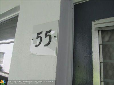 Deerfield Beach Condo/Townhouse For Sale: 55 Lyndhurst C #55