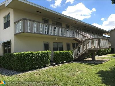 West Palm Beach Condo/Townhouse For Sale: 209 Canterbury J #209