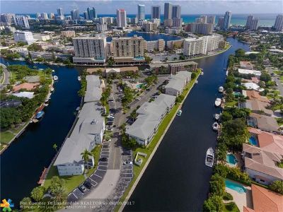 Hallandale Condo/Townhouse For Sale: 470 Paradise Isle Blvd #307