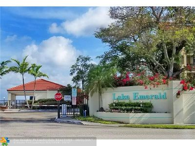 Oakland Park Condo/Townhouse For Sale: 115 Lake Emerald Dr #105