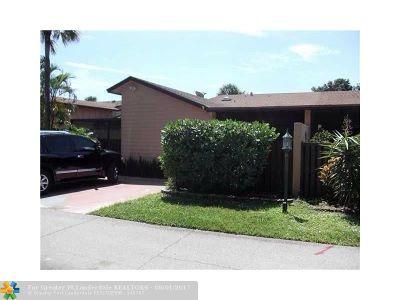 Boynton Beach Condo/Townhouse For Sale: 2400 SW 19th Ave #129