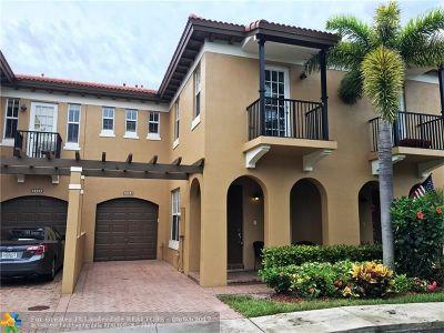 Coconut Creek Condo/Townhouse For Sale: 6950 Julia Gardens Dr #6950