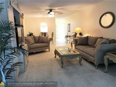 Coconut Creek Condo/Townhouse For Sale: 2201 Lucaya Bend #N-1