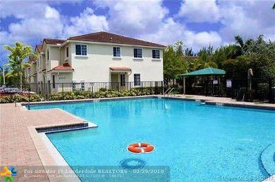 Miami Gardens Condo/Townhouse For Sale: 21421 NW 13th Ct #411