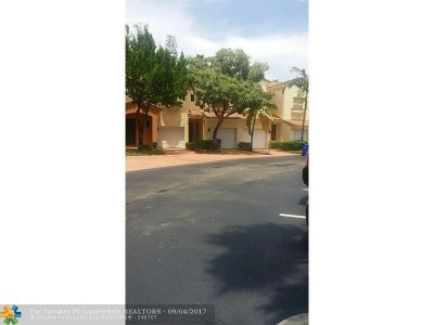 Deerfield Beach Condo/Townhouse For Sale: Deercreek Countr Deercreek Country Club Blvd #2966