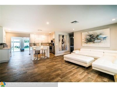 Deerfield Beach Single Family Home For Sale: 429 SE 2nd Ct