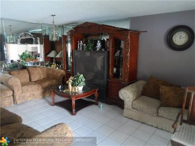 Pembroke Pines Condo/Townhouse For Sale: 13701 SW 12th St #208A